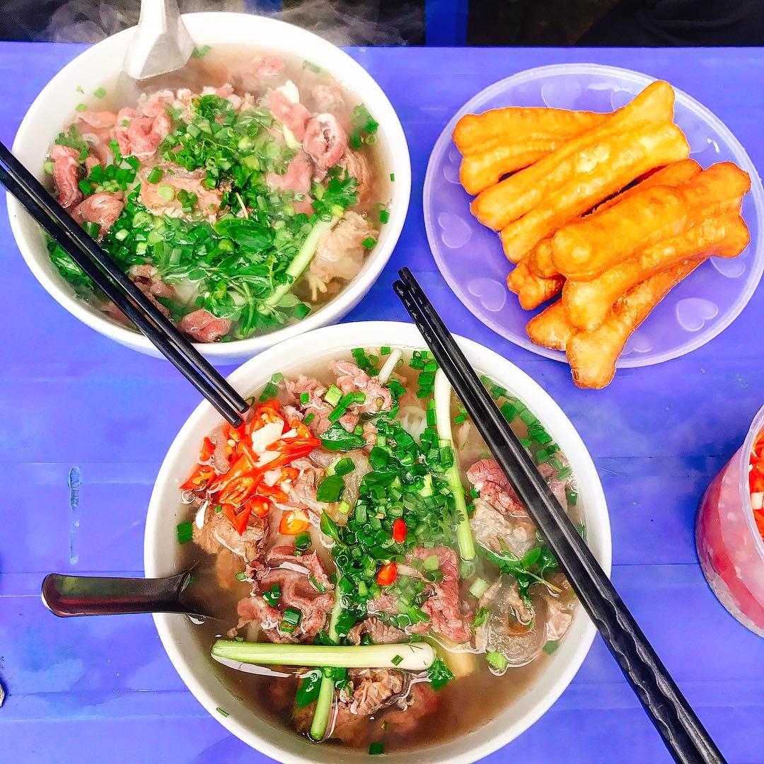 Bán món bình dân, nhưng giá cả của 5 quán ăn Hà Nội này sẽ khiến nhiều người bất ngờ khi lần đầu ghé đến - Ảnh 1.