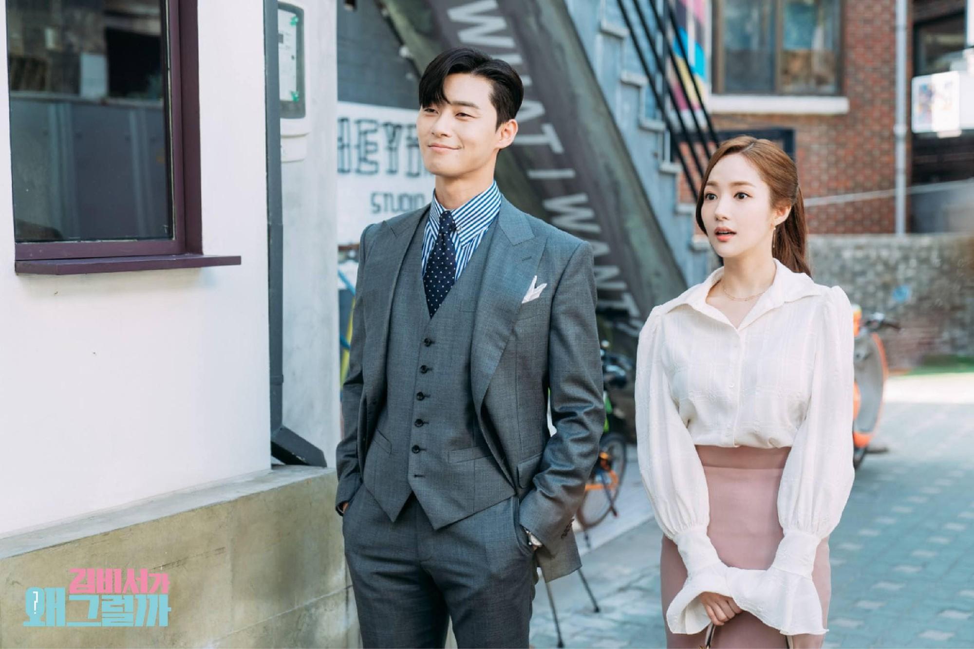 """Giới thiệu cô gái xinh đẹp với """"thư ký Kim"""", Park Seo Joon muốn chọc cô  ghen sao?"""