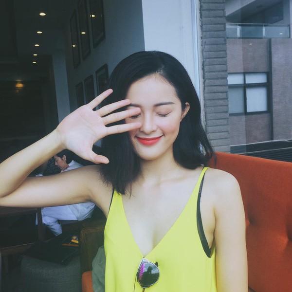 Hạ Vi sau 1 năm chia tay Cường Đô La: Từ mỹ nữ vạn người mê trở thành tóc vàng hoe nổi loạn  - Ảnh 1.