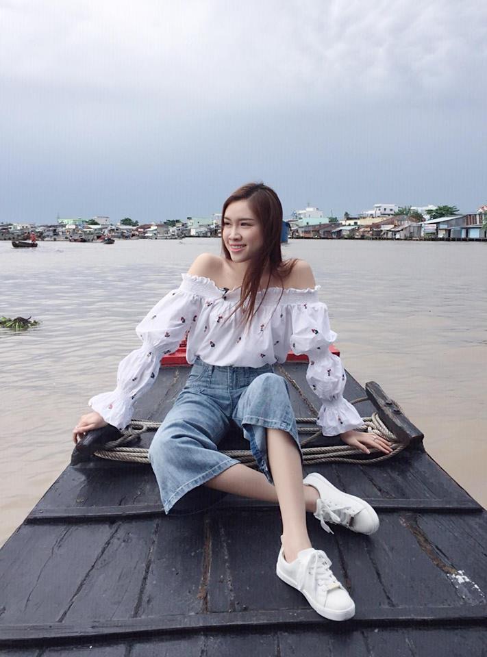 Những hình ảnh nóng bỏng của nữ MC du lịch chân dài mét mốt, được đánh giá quyến rũ nhất nhì đài VTV - Ảnh 3.