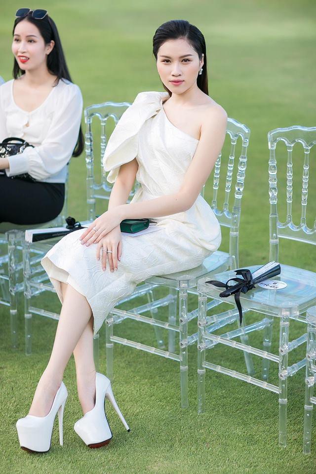Những hình ảnh nóng bỏng của nữ MC du lịch chân dài mét mốt, được đánh giá quyến rũ nhất nhì đài VTV - Ảnh 1.