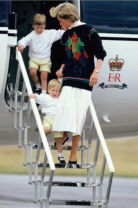 13 bức ảnh đong đầy hạnh phúc cùng cố Công nương Diana mà có lẽ anh em Hoàng tử William và Harry chẳng bao giờ quên - Ảnh 12.