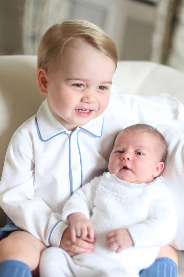 Hơn 40 bức ảnh ghi lại những khoảnh khắc cực đáng yêu cho thấy hành trình lớn lên của Hoàng tử George trong 5 năm đầu đời - Ảnh 11.