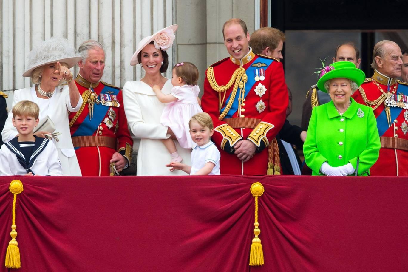 Hơn 40 bức ảnh ghi lại những khoảnh khắc cực đáng yêu cho thấy hành trình lớn lên của Hoàng tử George trong 5 năm đầu đời - Ảnh 20.