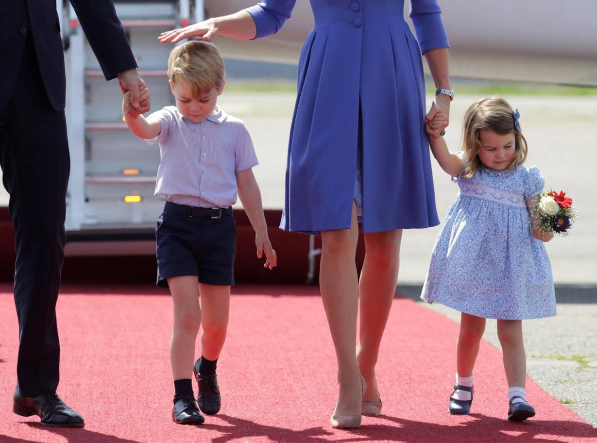 Hơn 40 bức ảnh ghi lại những khoảnh khắc cực đáng yêu cho thấy hành trình lớn lên của Hoàng tử George trong 5 năm đầu đời - Ảnh 28.