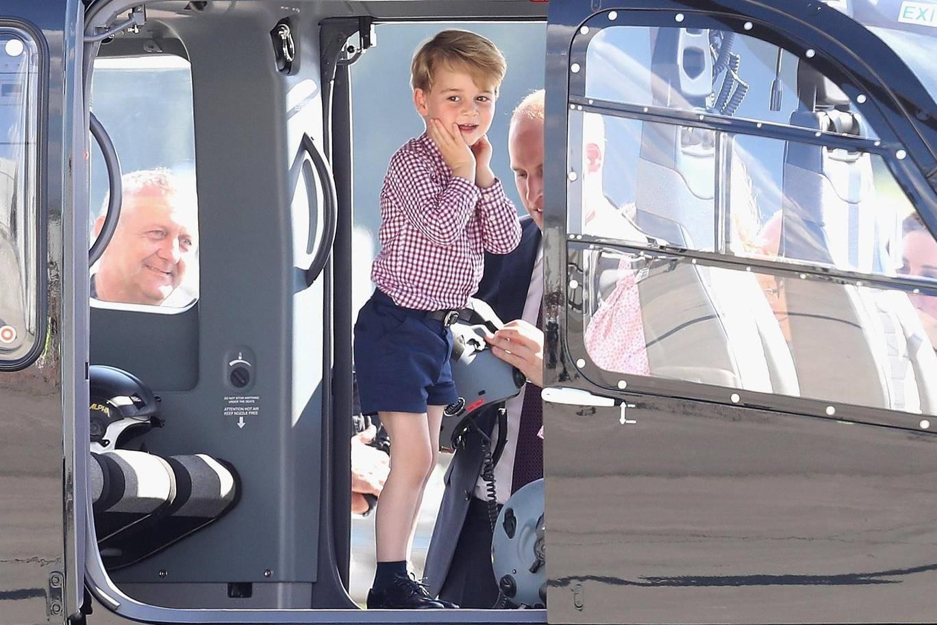 Hơn 40 bức ảnh ghi lại những khoảnh khắc cực đáng yêu cho thấy hành trình lớn lên của Hoàng tử George trong 5 năm đầu đời - Ảnh 29.