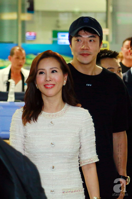 Chỉ diện quần jean áo phông đơn giản nhưng tài tử Kwon Sang Woo vẫn đẹp trai ngời ngời khi đáp chuyến bay muộn đến Việt Nam - Ảnh 4.