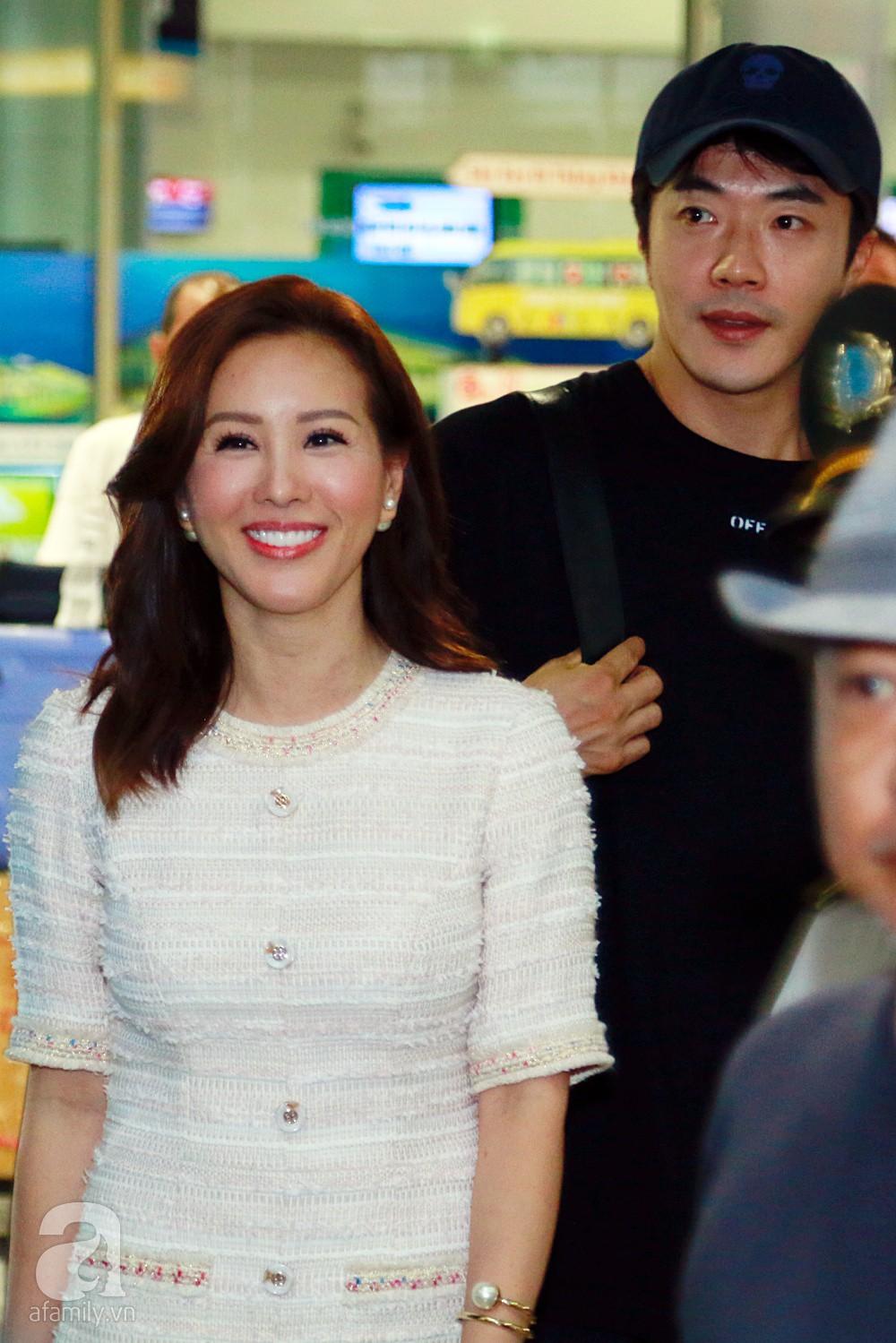 Chỉ diện quần jean áo phông đơn giản nhưng tài tử Kwon Sang Woo vẫn đẹp trai ngời ngời khi đáp chuyến bay muộn đến Việt Nam - Ảnh 5.