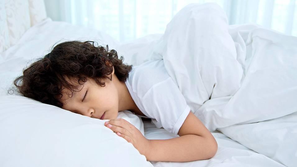 Các bước tập cho trẻ tự đi vệ sinh vào ban đêm, chấm dứt tình trạng đái dầm - Ảnh 3.