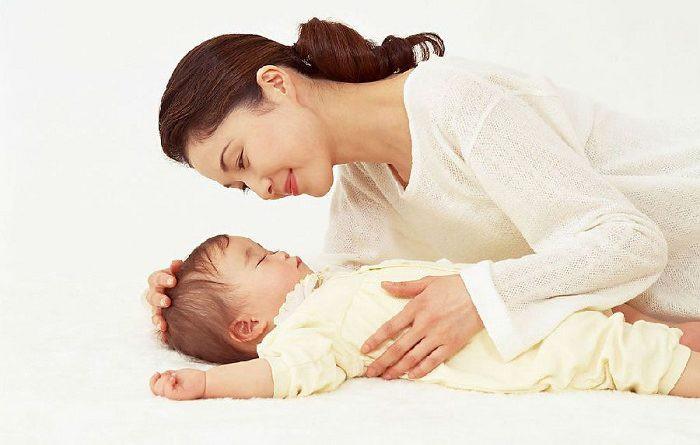 Áp dụng một trong các cách này, mẹ sẽ cho con đi ngủ dễ dàng và sâu giấc - Ảnh 1.