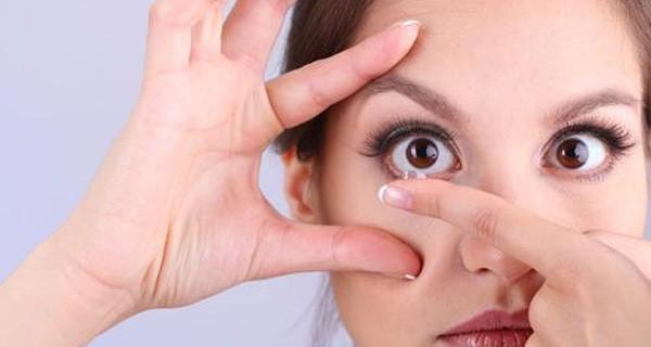 Cô gái 23 tuổi gần như bị mù vì có thói quen này trước khi đi ngủ, ai trong trường hợp như vậy cần phải cẩn trọng - Ảnh 2.