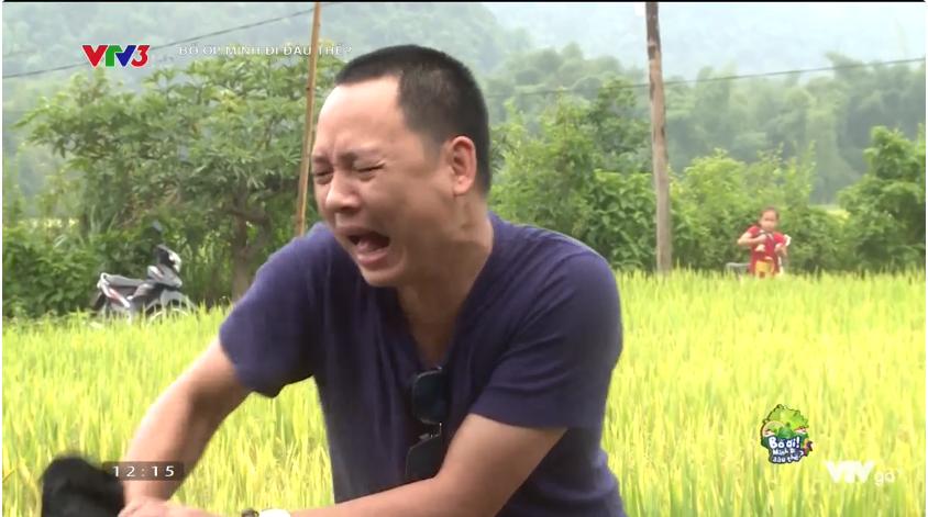 Bố ơi: Nguyễn Hải Phong mặt méo xệch khi bị lừa chạm vào... con ếch - Ảnh 1.