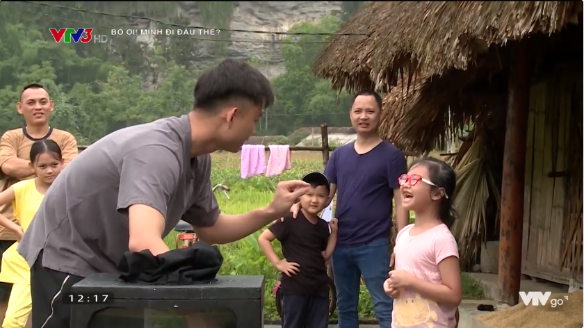 Bố ơi: Nguyễn Hải Phong mặt méo xệch khi bị lừa chạm vào... con ếch - Ảnh 4.