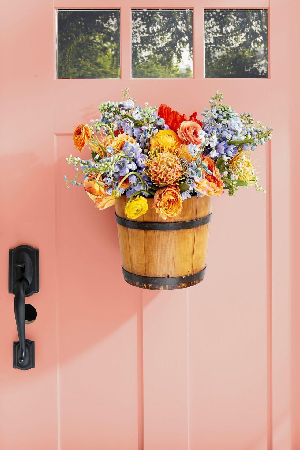9 cách tận dụng đồ cũ làm hoa treo vừa xinh đẹp vừa tiết kiệm để trang trí trước cửa nhà   - Ảnh 4.