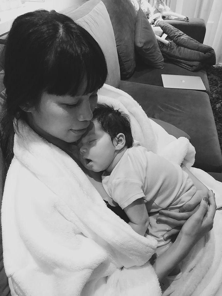 Không sợ ngực bị chảy xệ, các sao Việt này được mẹ bỉm sữa ngưỡng mộ vì nuôi con bằng sữa mẹ - Ảnh 5.