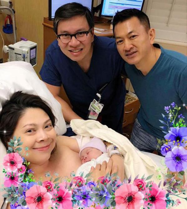 Không sợ ngực bị chảy xệ, các sao Việt này được mẹ bỉm sữa ngưỡng mộ vì nuôi con bằng sữa mẹ - Ảnh 1.