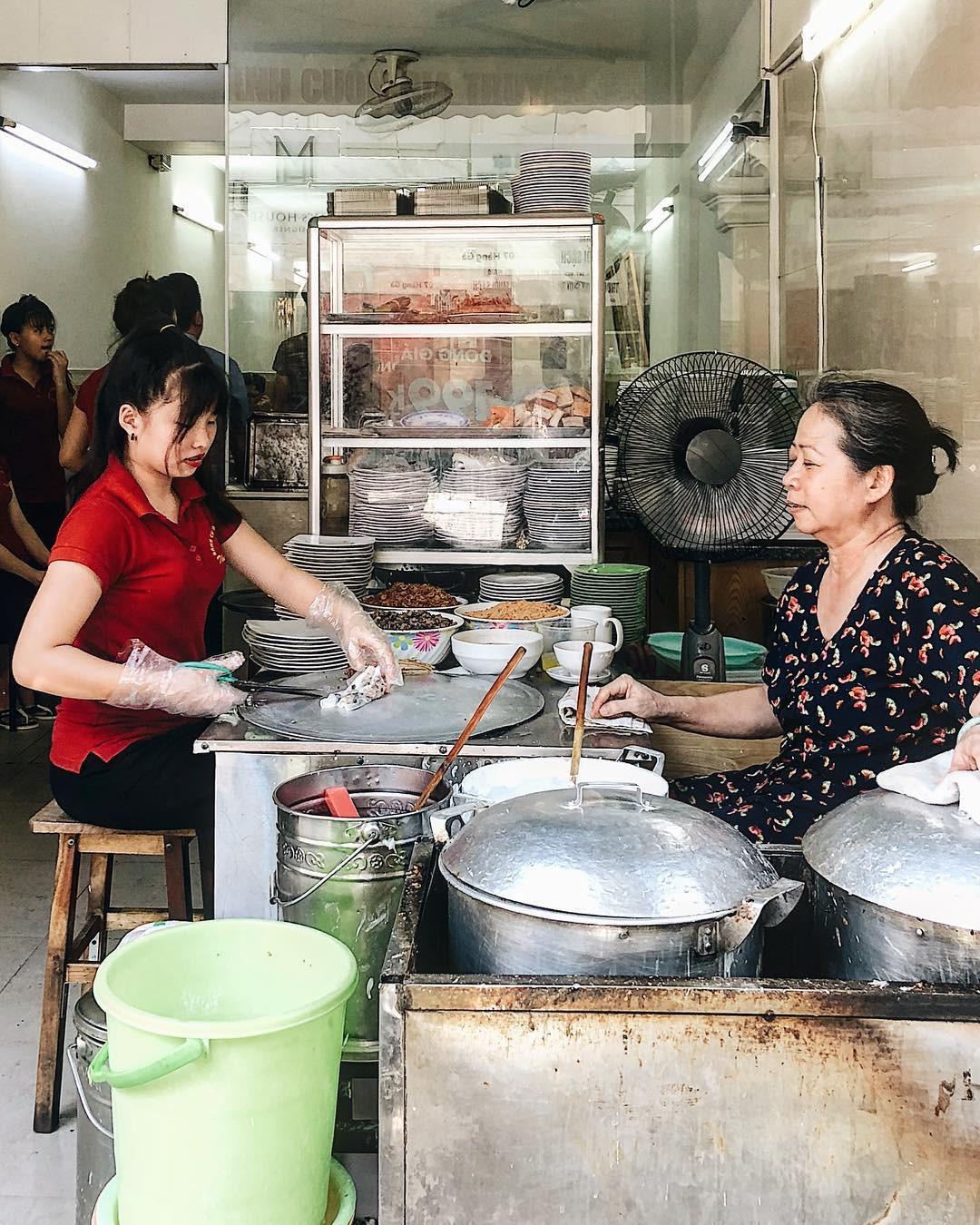 Bán món bình dân, nhưng giá cả của 5 quán ăn Hà Nội này sẽ khiến nhiều người bất ngờ khi lần đầu ghé đến - Ảnh 9.