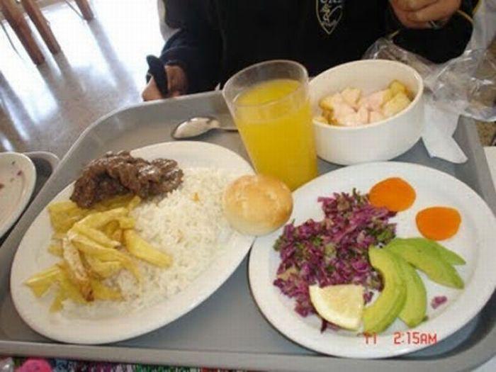 Thực đơn phong phú trong bữa trưa của học sinh ở khắp nơi trên thế giới - Ảnh 7.