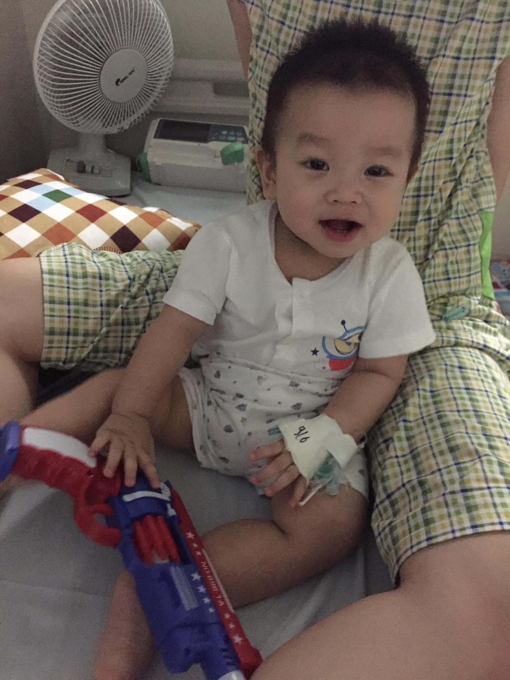 Tưởng chỉ bị đau chân bình thường, ai ngờ bé 10 tháng tuổi mắc phải căn bệnh lạ ở trẻ em - Ảnh 4.