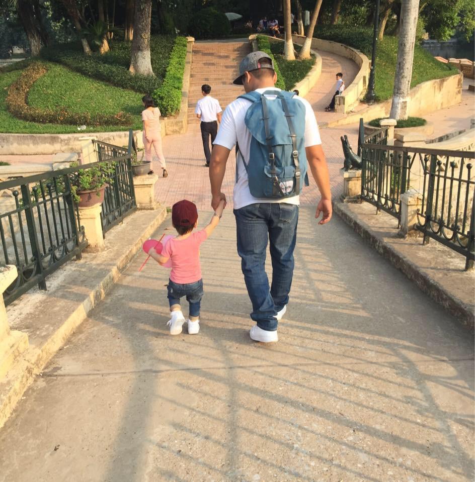 Lời thú tội của một ông bố: Nỗi ám ảnh cốc cafe sáng ngày còn bé và những đôi giày dành cho con gái nhỏ - Ảnh 3.