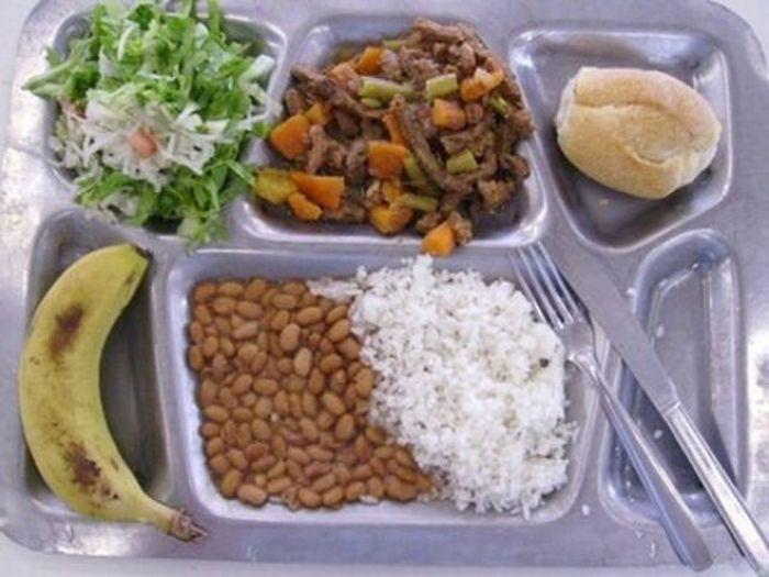 Thực đơn phong phú trong bữa trưa của học sinh ở khắp nơi trên thế giới - Ảnh 11.