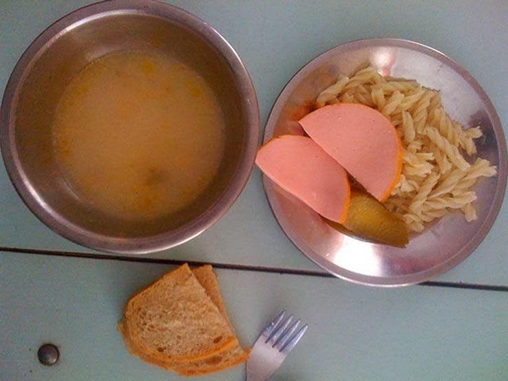 Thực đơn phong phú trong bữa trưa của học sinh ở khắp nơi trên thế giới - Ảnh 5.