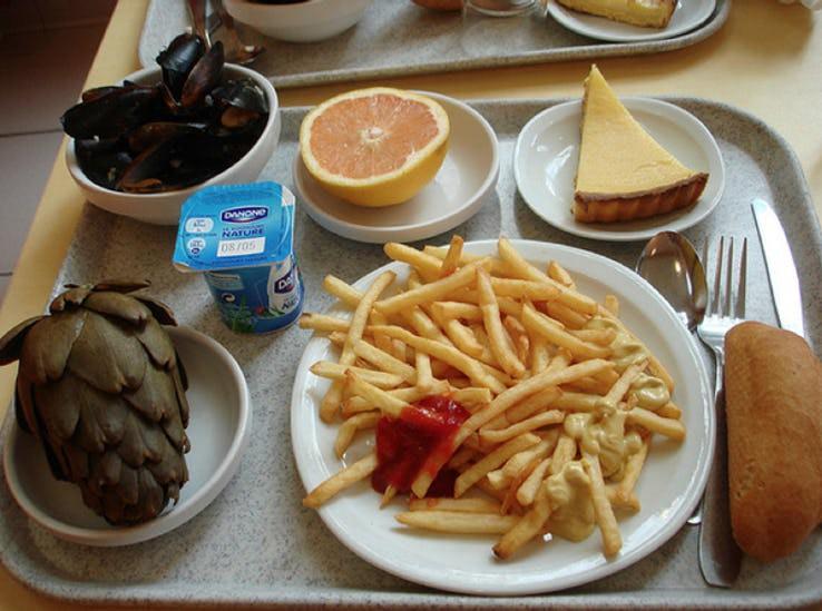 Thực đơn phong phú trong bữa trưa của học sinh ở khắp nơi trên thế giới - Ảnh 1.