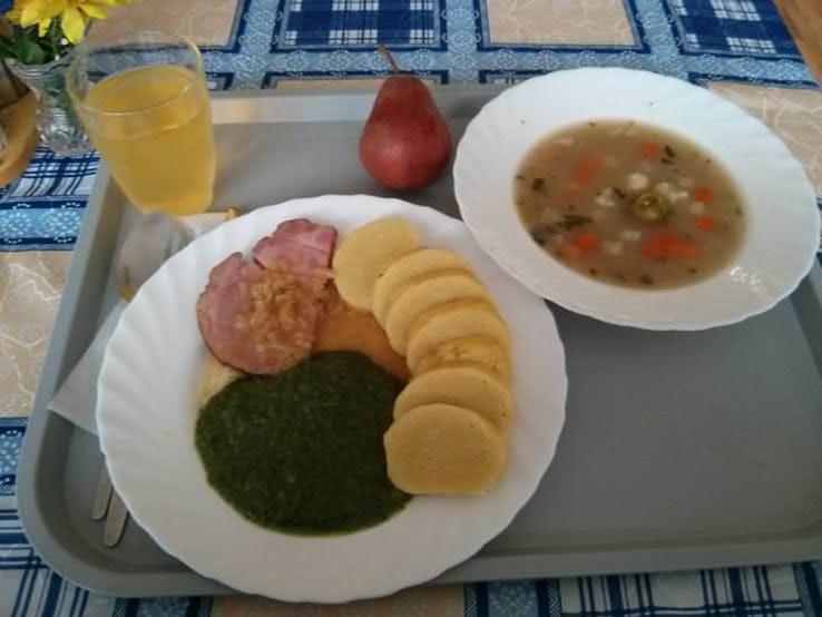 Thực đơn phong phú trong bữa trưa của học sinh ở khắp nơi trên thế giới - Ảnh 9.