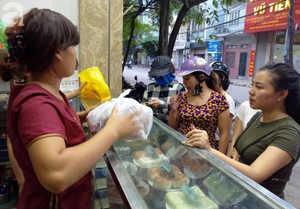 Trước Tết Trung thu 2 tháng, bánh cổ truyền Bảo Phương đã nhận cọc của khách hàng nghìn chiếc - Ảnh 4.
