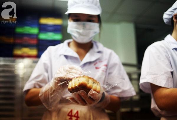 Trước Tết Trung thu 2 tháng, bánh cổ truyền Bảo Phương đã nhận cọc của khách hàng nghìn chiếc - Ảnh 6.
