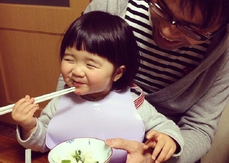 Dạy bé dùng đũa không hề khó nếu mẹ làm theo 5 bước cơ bản dưới đây - Ảnh 7.