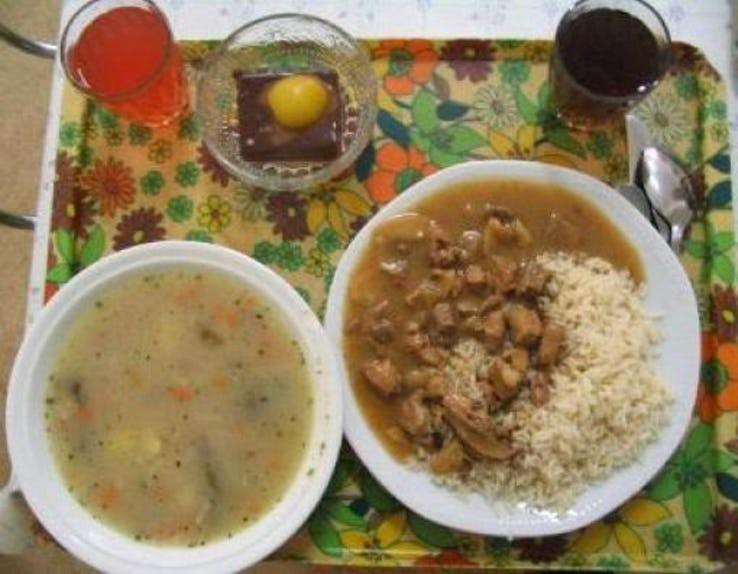 Thực đơn phong phú trong bữa trưa của học sinh ở khắp nơi trên thế giới - Ảnh 17.
