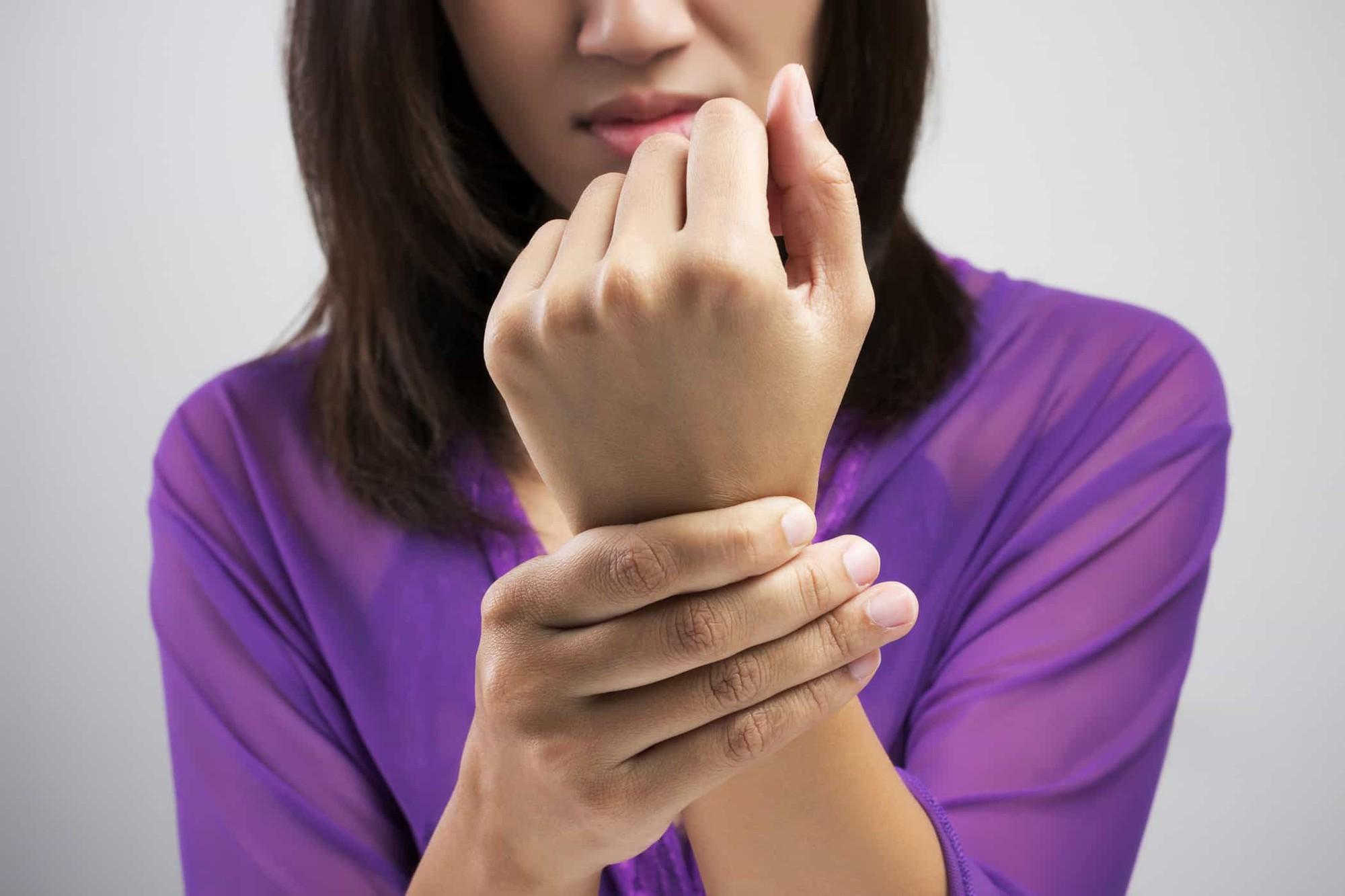 Phân biệt bong gân cổ tay và gãy xương cổ tay để xác định cần phải nhập viện hay không chính xác nhất! - Ảnh 4.