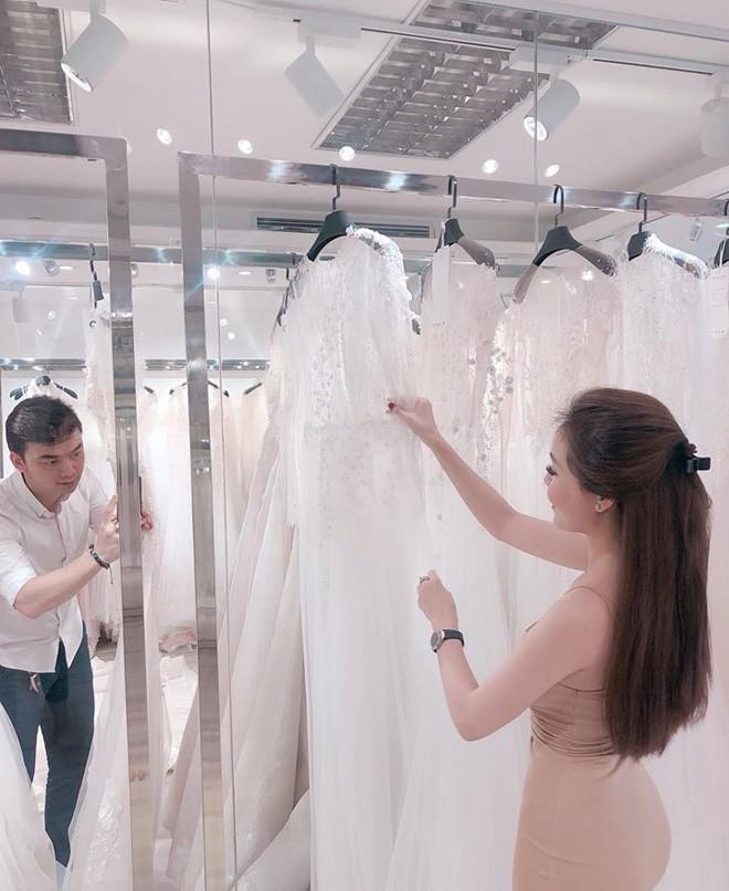 Sao nhí một thời Hà Duy dẫn hôn thê xinh đẹp đi thử váy cưới cho ngày trọng đại vào tháng 12 - Ảnh 3.