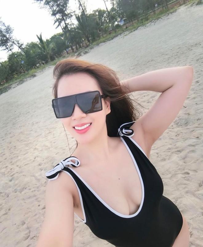 Vợ MC Thành Trung khoe vóc dáng nóng bỏng trên biển - Ảnh 1.