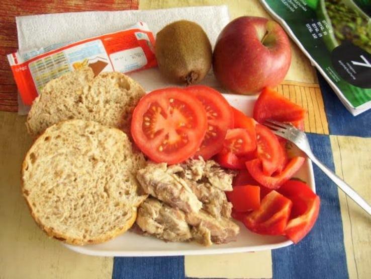 Thực đơn phong phú trong bữa trưa của học sinh ở khắp nơi trên thế giới - Ảnh 13.