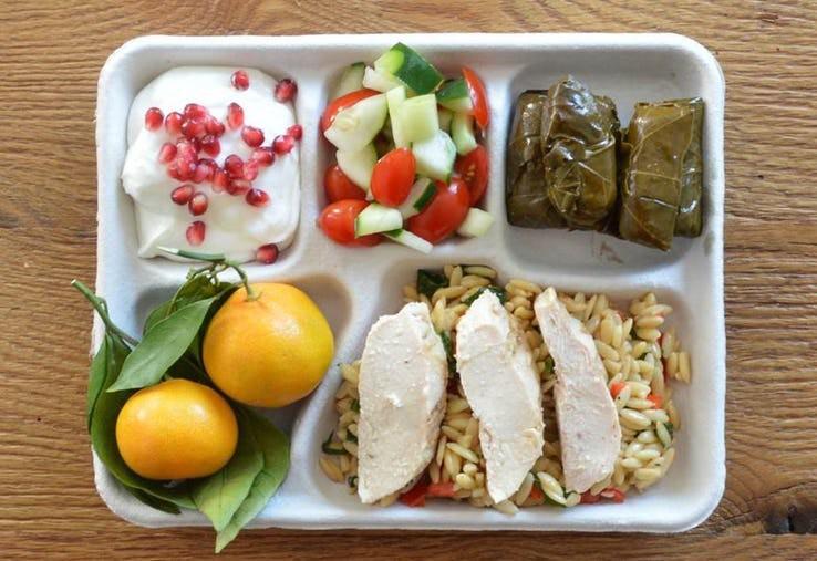 Thực đơn phong phú trong bữa trưa của học sinh ở khắp nơi trên thế giới - Ảnh 10.