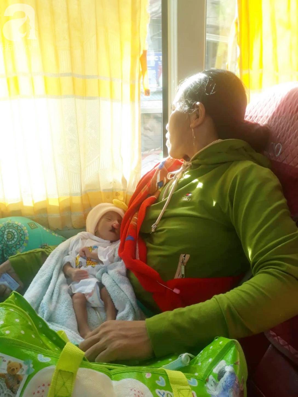 Xót cảnh bé trai 2 tháng tuổi suy dinh dưỡng, nặng chỉ 2 ký mà mẹ nghèo không đủ tiền đưa lên Sài Gòn chữa bệnh - Ảnh 2.