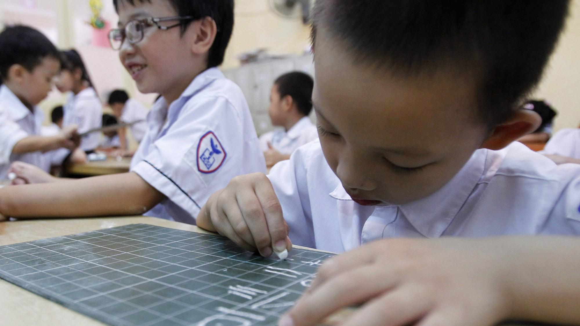 Con vào lớp 1: Cứ để tập viết, tập đọc cho cô giáo lo, cha mẹ hãy dạy con những điều nhà trường không dạy - Ảnh 1.