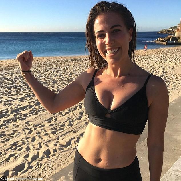 Một blogger thể dục 28 tuổi tiết lộ lý do tại sao cô làm việc ngược đời là yêu đám mỡ thừa ở bụng mình đến thế - Ảnh 4.