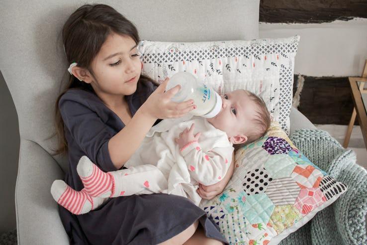 Những biểu hiện của trẻ sơ sinh tưởng là bình thường nhưng thực ra nó cho thấy trẻ đang bất ổn - Ảnh 1.