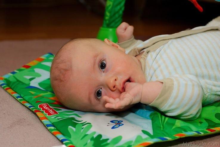 Những biểu hiện của trẻ sơ sinh tưởng là bình thường nhưng thực ra nó cho thấy trẻ đang bất ổn - Ảnh 13.