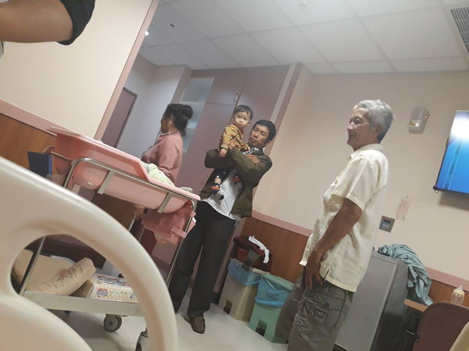 Mẹ Việt kể chuyện đi đẻ xấu như ma, vỡ ối... té cái bẹp, bác sỹ chưa kịp đỡ con đã rớt ra - Ảnh 7.