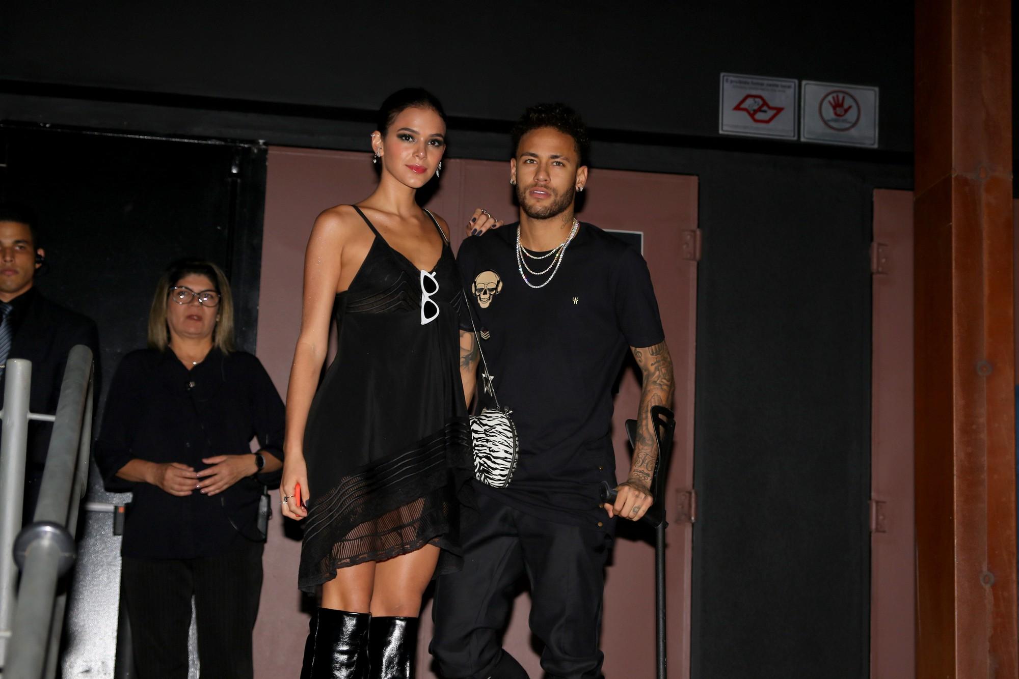 Điều ít biết về chuyện tình yêu 4 lần tan hợp của danh thủ Neymar và bạn gái được mệnh danh mỹ nhân quyến rũ nhất nhất hành tinh - Ảnh 7.