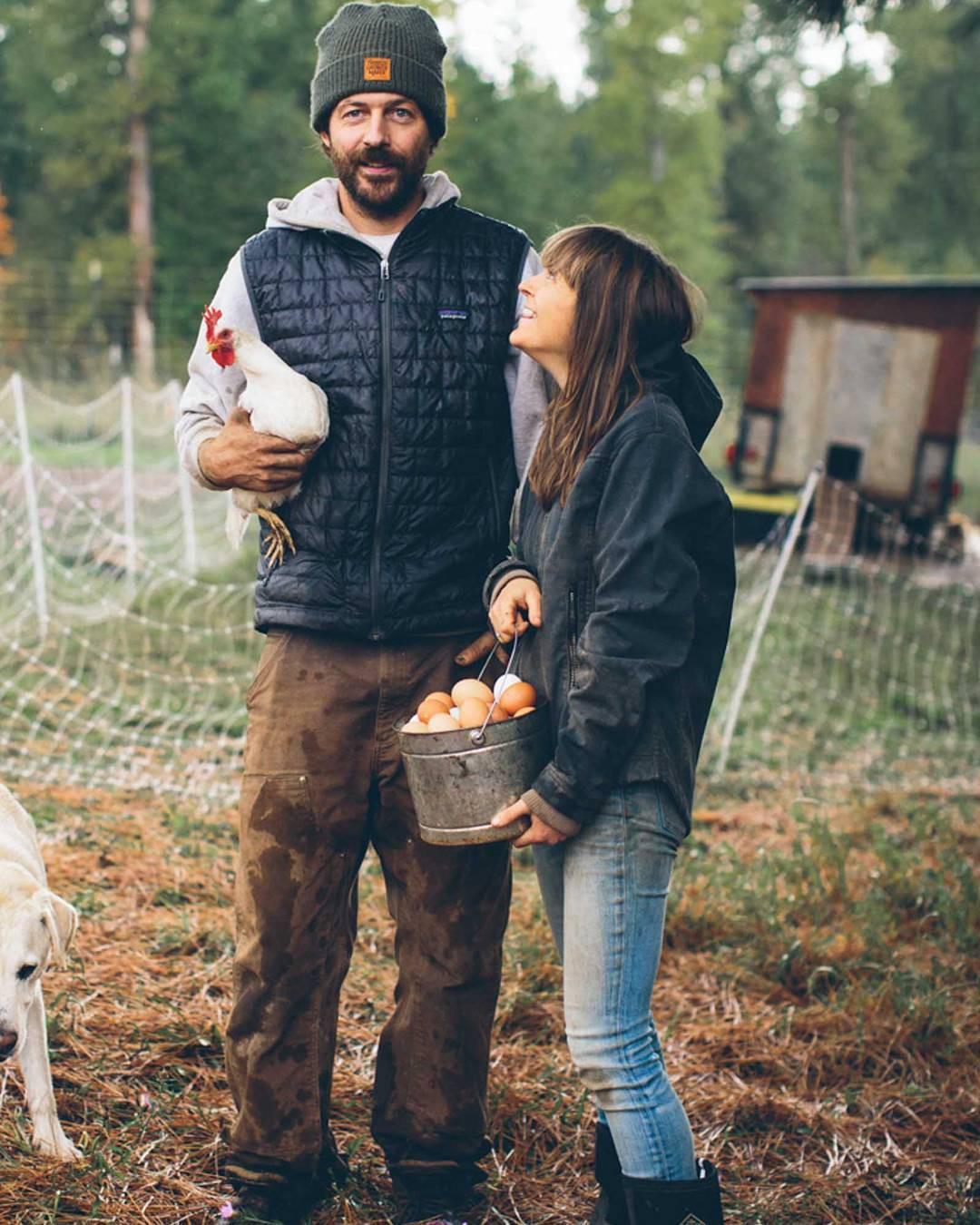 Trang trại toàn rau xanh, cây trái mát lành của cặp vợ chồng blogger ẩm thực thích sống chỉ để vui chơi khiến ai cũng ước ao, xao xuyến - Ảnh 13.