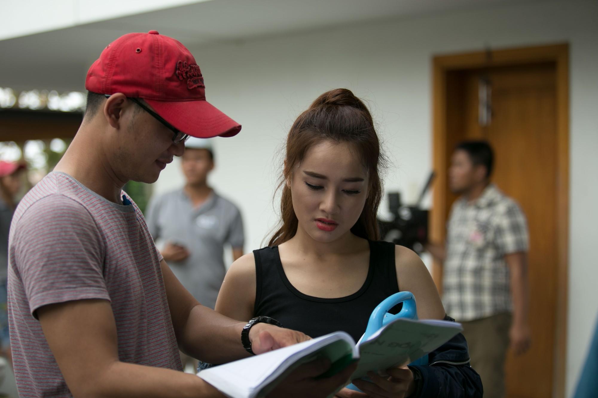 Lộ thêm hình ảnh Nhã Phương trên phim trường sau 2 tháng mất tích: Tăng cân rõ rệt, thậm chí lộ cả bụng mỡ - Ảnh 8.