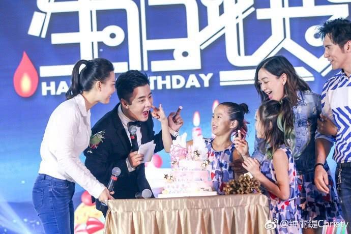 """Hai cô con gái riêng của """"Quả bom sex gốc Việt"""" Chung Lệ Đề thân thiết bên bố dượng trong ngày sinh nhật - Ảnh 4."""