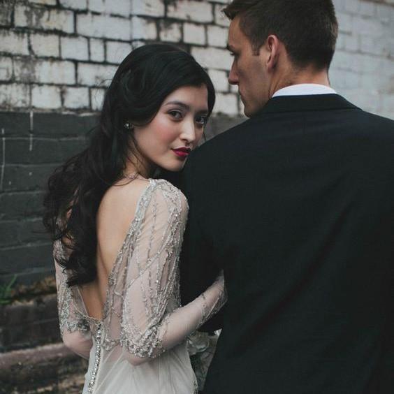 Tấm ảnh chiếc nhẫn kim cương lấp lánh trên facebook đã lật tẩy bí mật của chồng tôi - Ảnh 1.