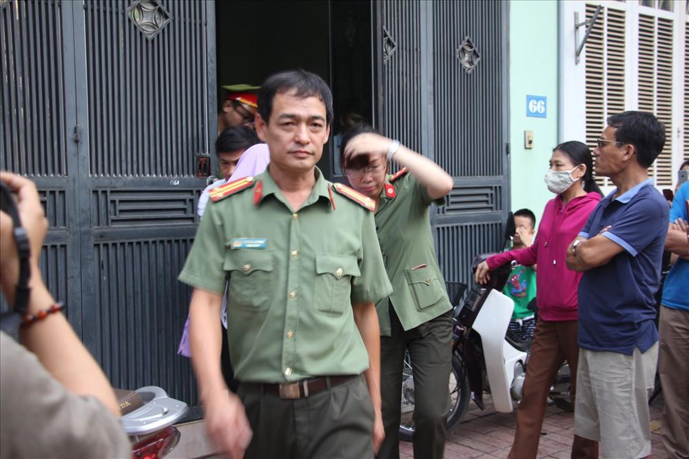 [VIDEO] Cận cảnh khám nhà cán bộ Sở GDĐT vụ sửa bài, nâng điểm thi ở Sơn La - Ảnh 9.