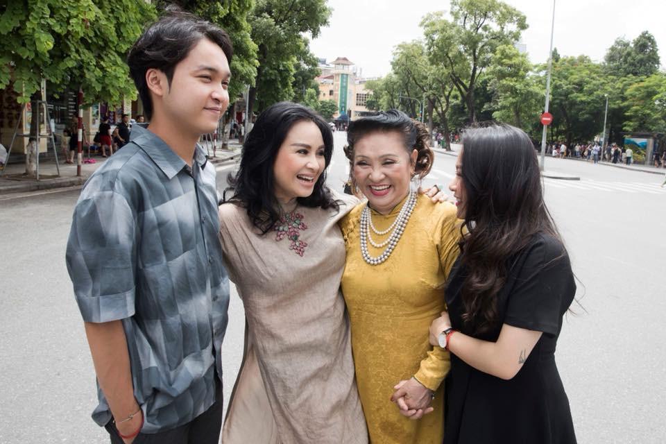 Hai con của Thanh Lam lớn bổng bên mẹ và bà ngoại trong bộ ảnh Ba thế hệ  - Ảnh 3.